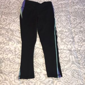 Victoria Sport Crop Leggings